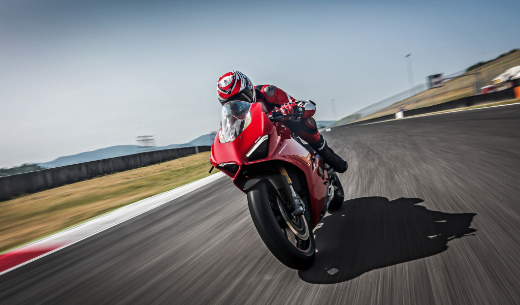 Ducati panigale v4 s 2018 racing
