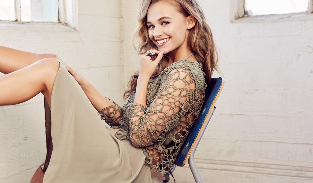 Madison Iseman, actress, smile, 2019, 1024x600 wallpaper