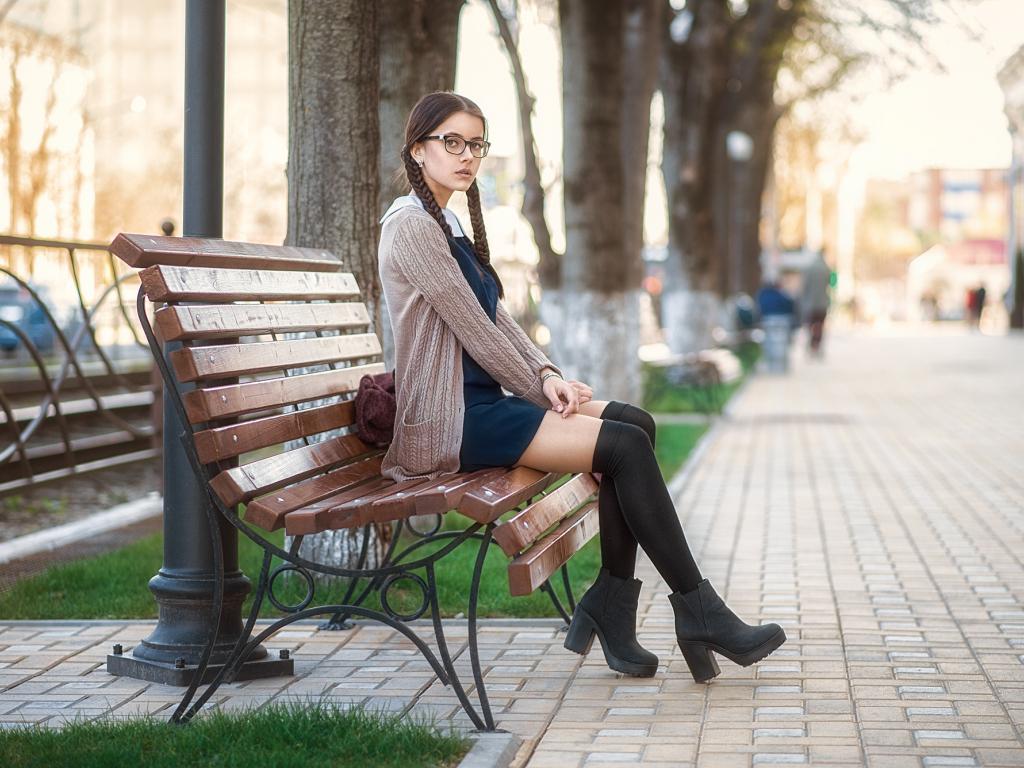Desktop Wallpaper Girl Model Bench Sit Garden Outdoor