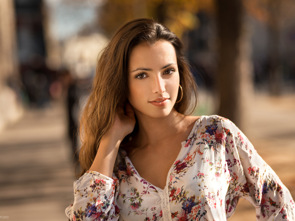 Brunette, girl model, 1024x768 wallpaper