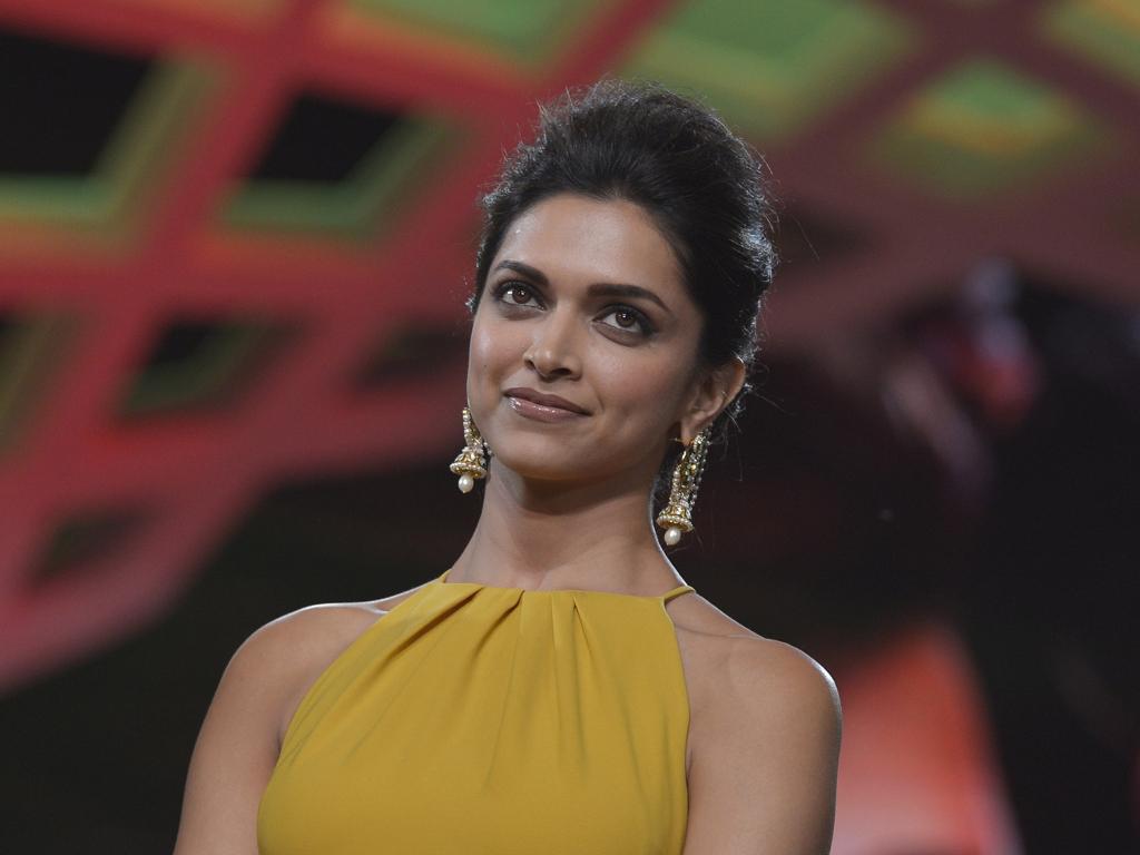 Desktop wallpaper deepika padukone, smile, indian actress ...