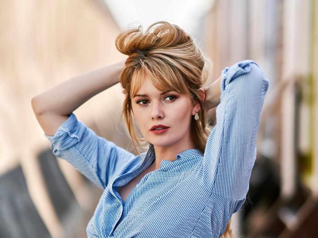 wondrous wallpaper Arina Postnikova curly hair actress