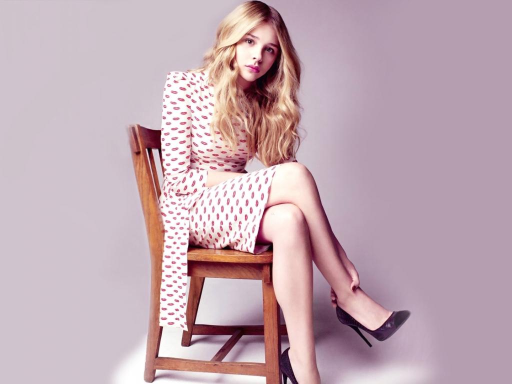 Chloe Grace Moretz, sit, celebrity, 1024x768 wallpaper