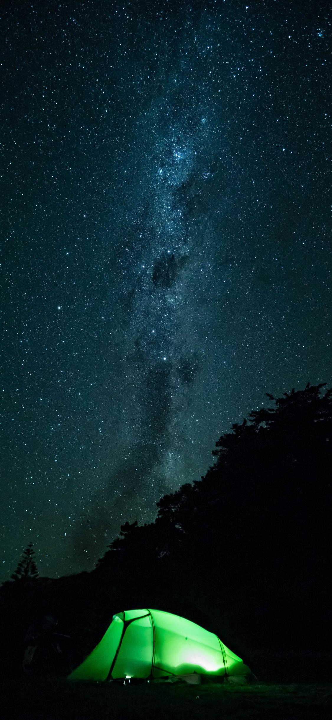 Download 1125x2436 Wallpaper Tent Outdoor Starry Night