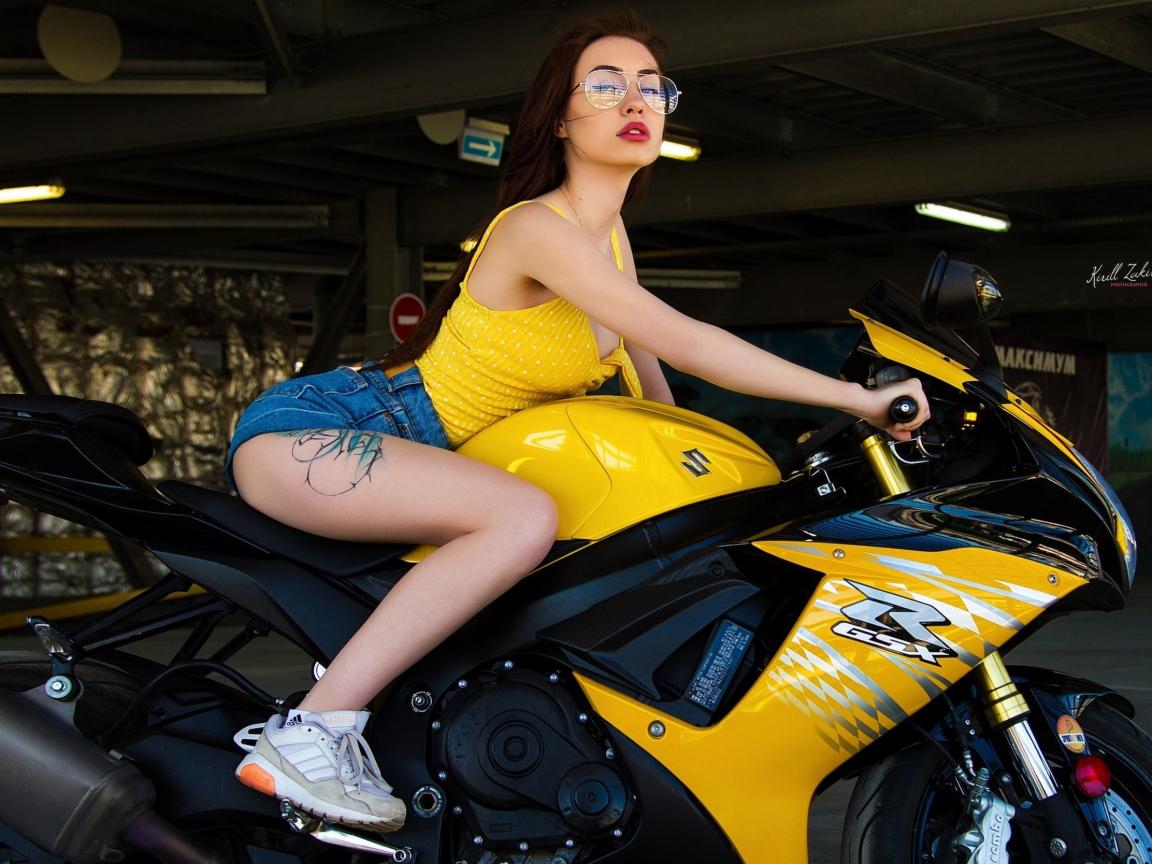 Bike and woman, sports bike, short jeans, 1152x864 wallpaper