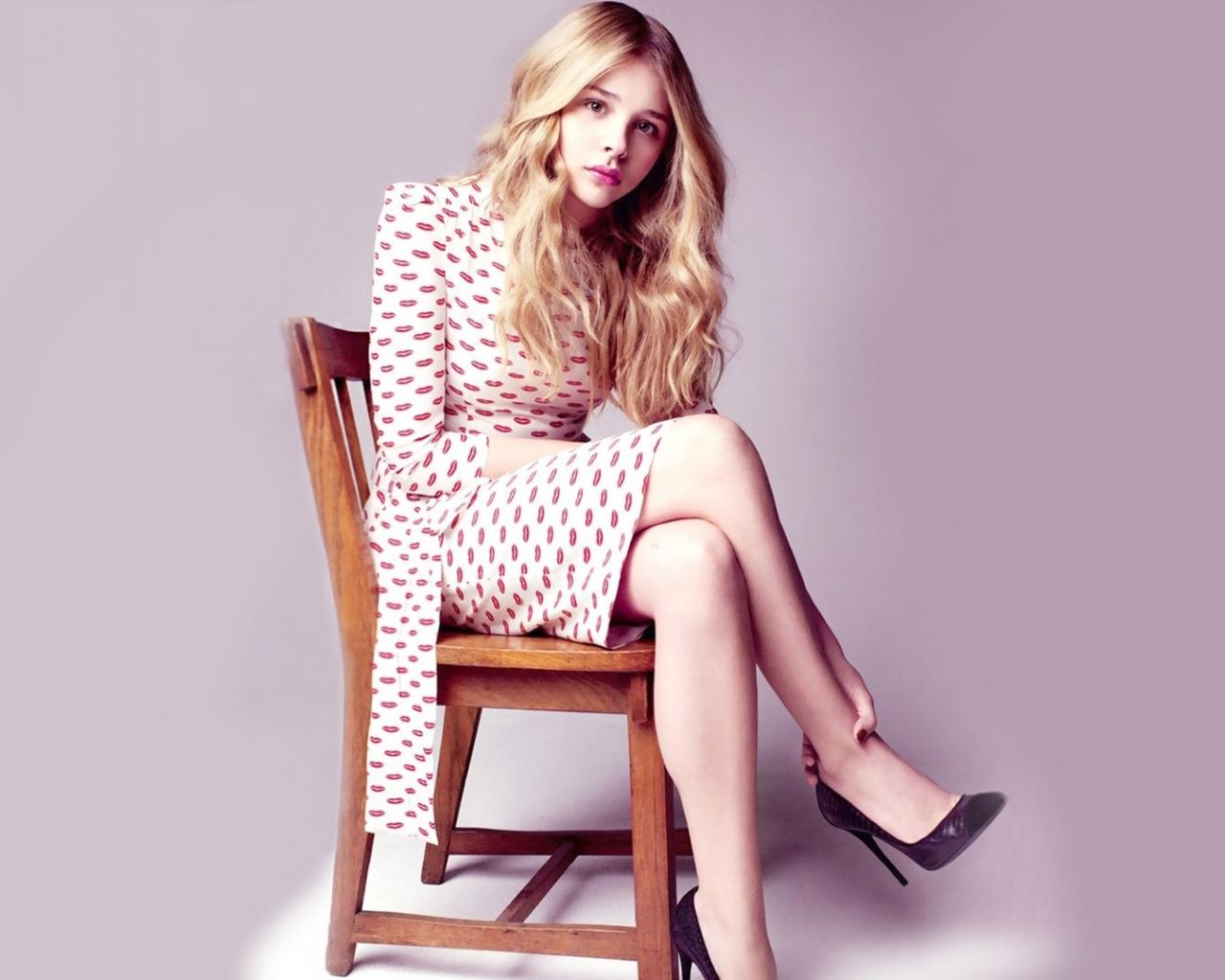 Chloe Grace Moretz, sit, celebrity, 1280x1024 wallpaper
