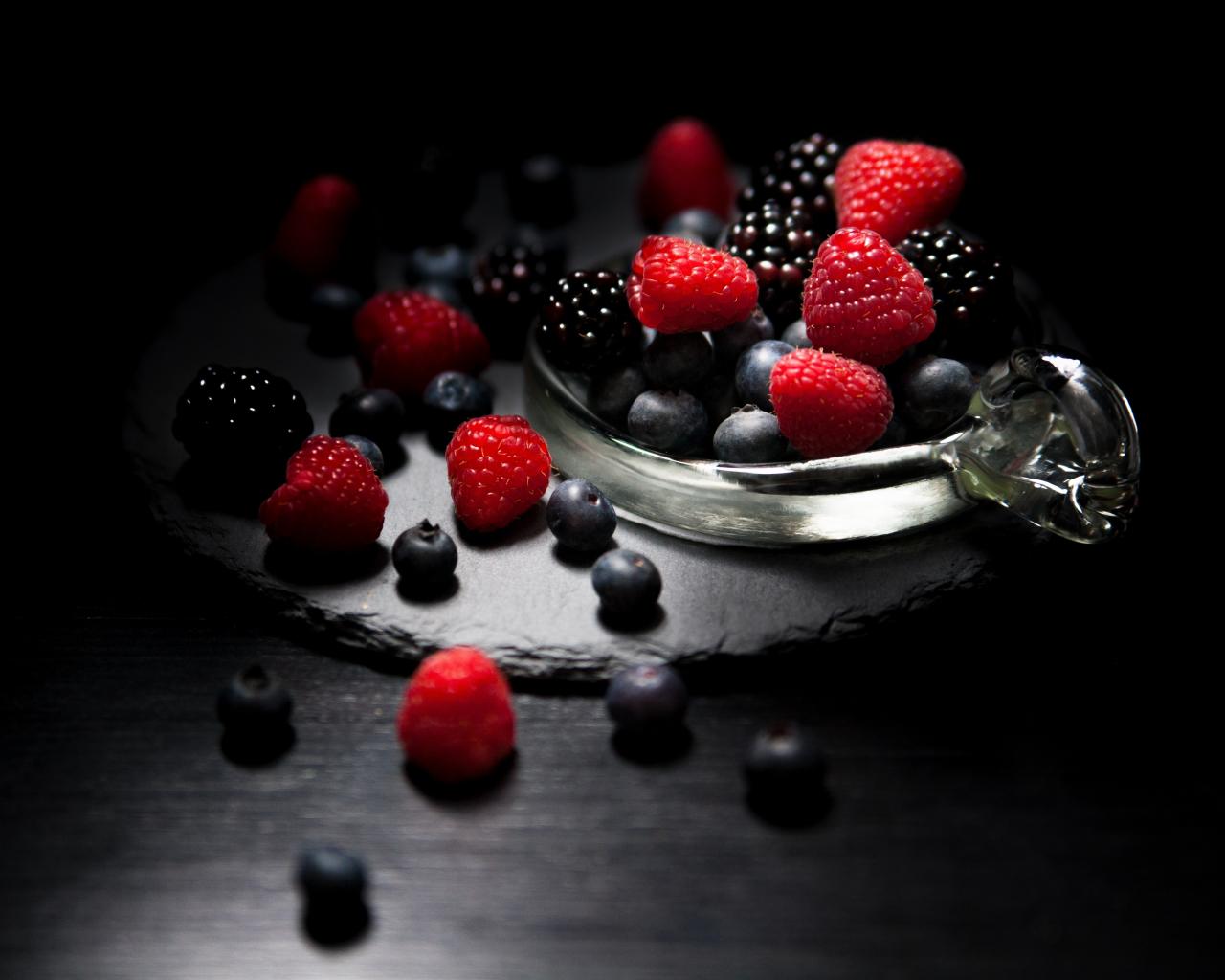 Dark mood, food, fruits, Raspberry, blueberry, Blackberry, 1280x1024 wallpaper