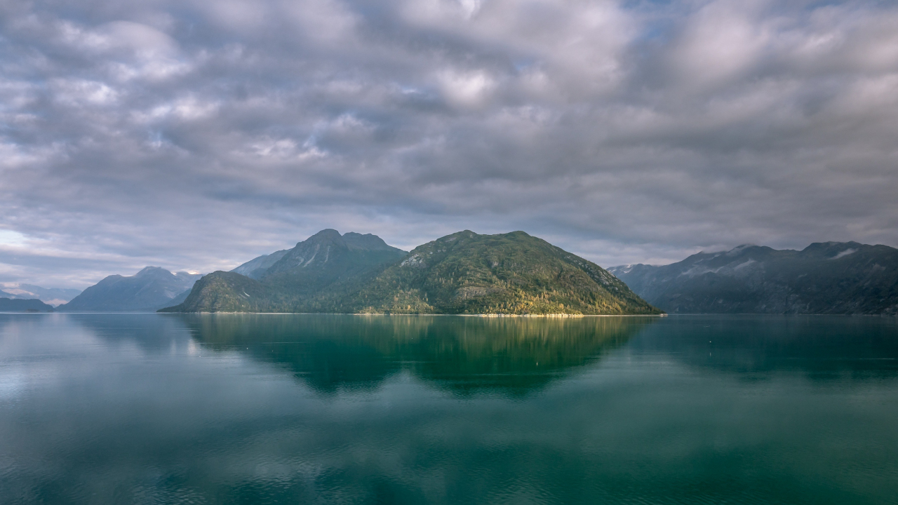 Alaska mountains, lake, clouds, 1280x720 wallpaper