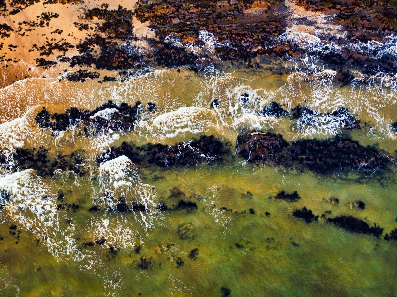 Green, body of water, waves, coast, 1280x960 wallpaper