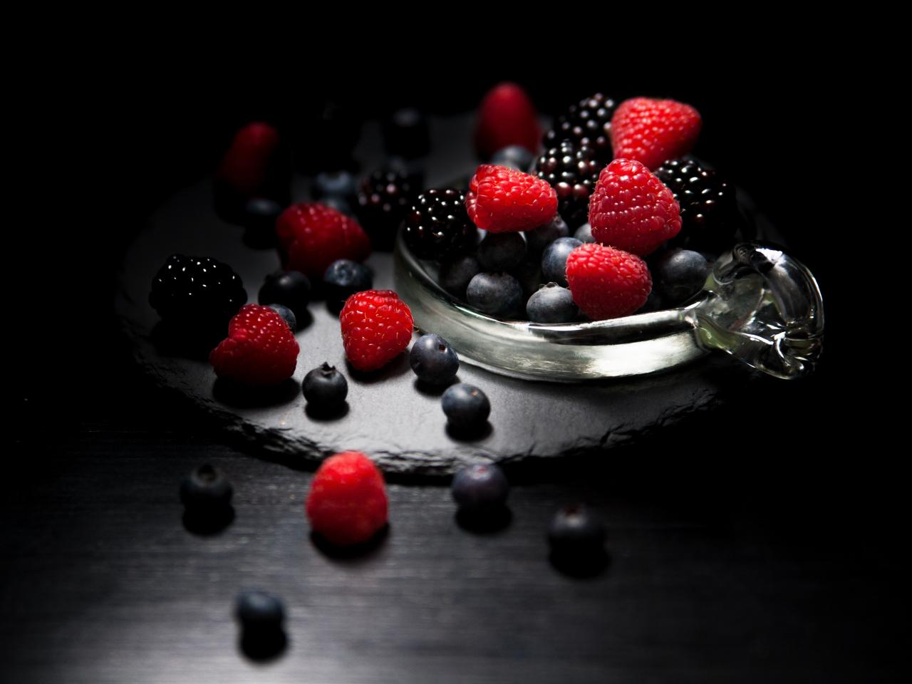 Dark mood, food, fruits, Raspberry, blueberry, Blackberry, 1280x960 wallpaper