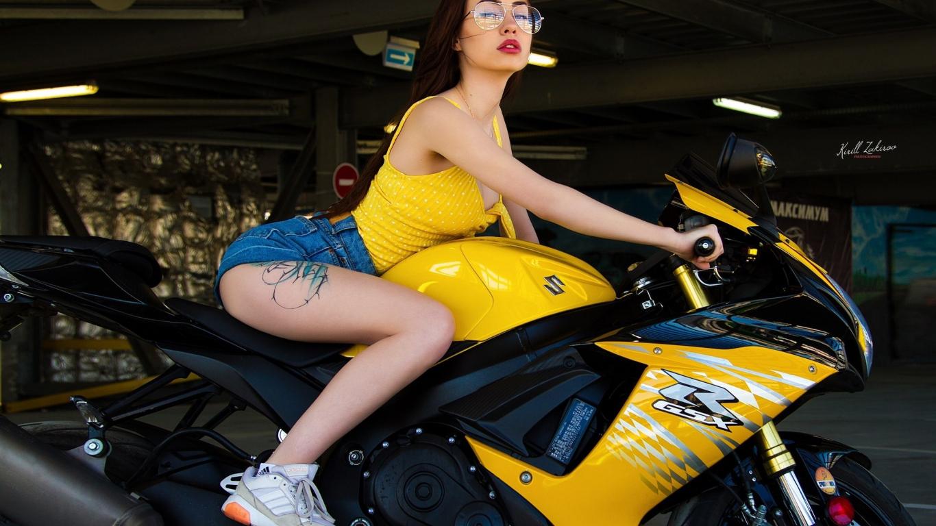 Bike and woman, sports bike, short jeans, 1366x768 wallpaper