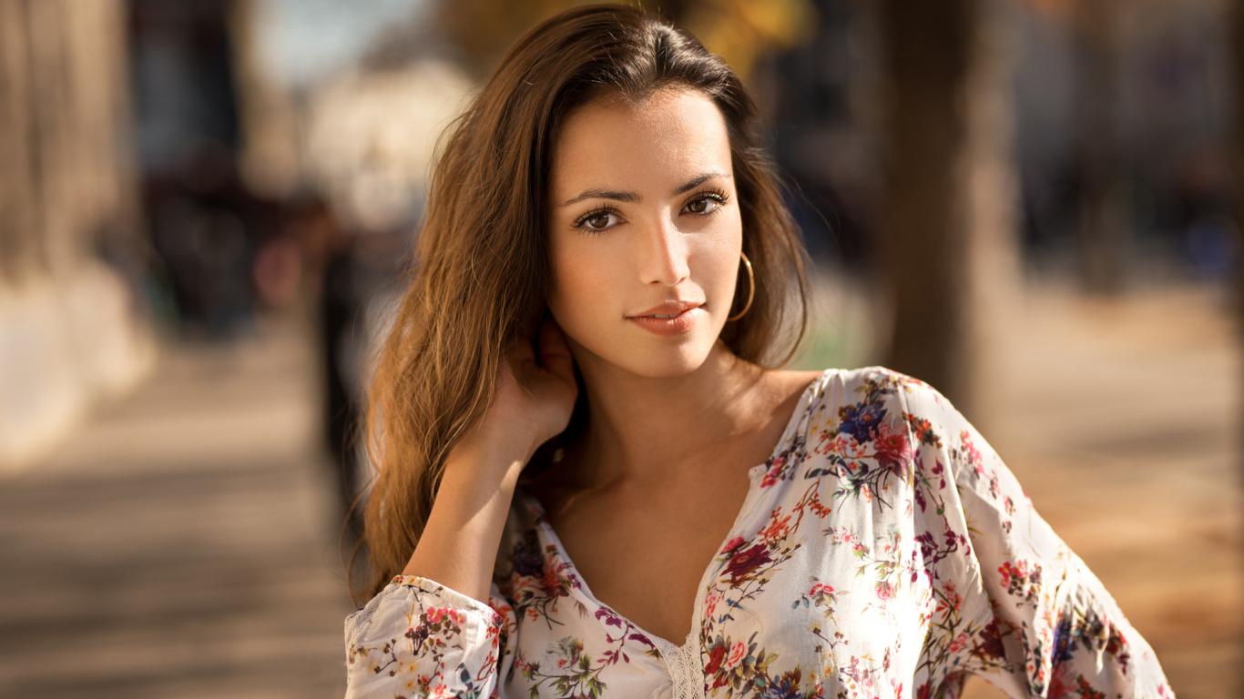 Brunette, girl model, 1366x768 wallpaper