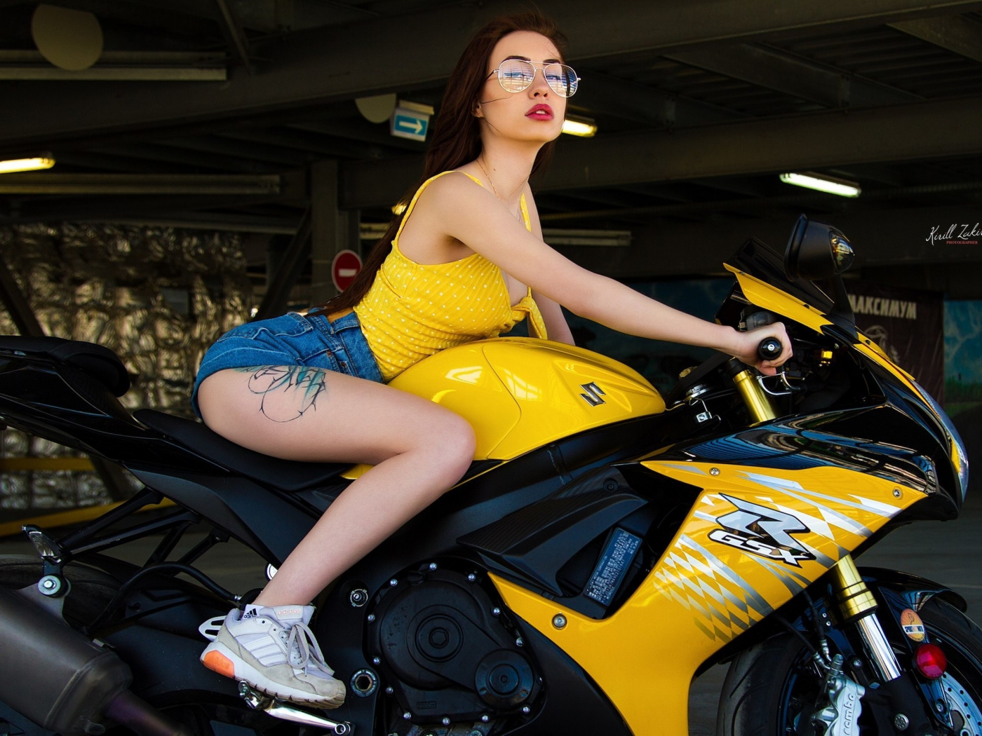 Bike and woman, sports bike, short jeans, 1400x1050 wallpaper