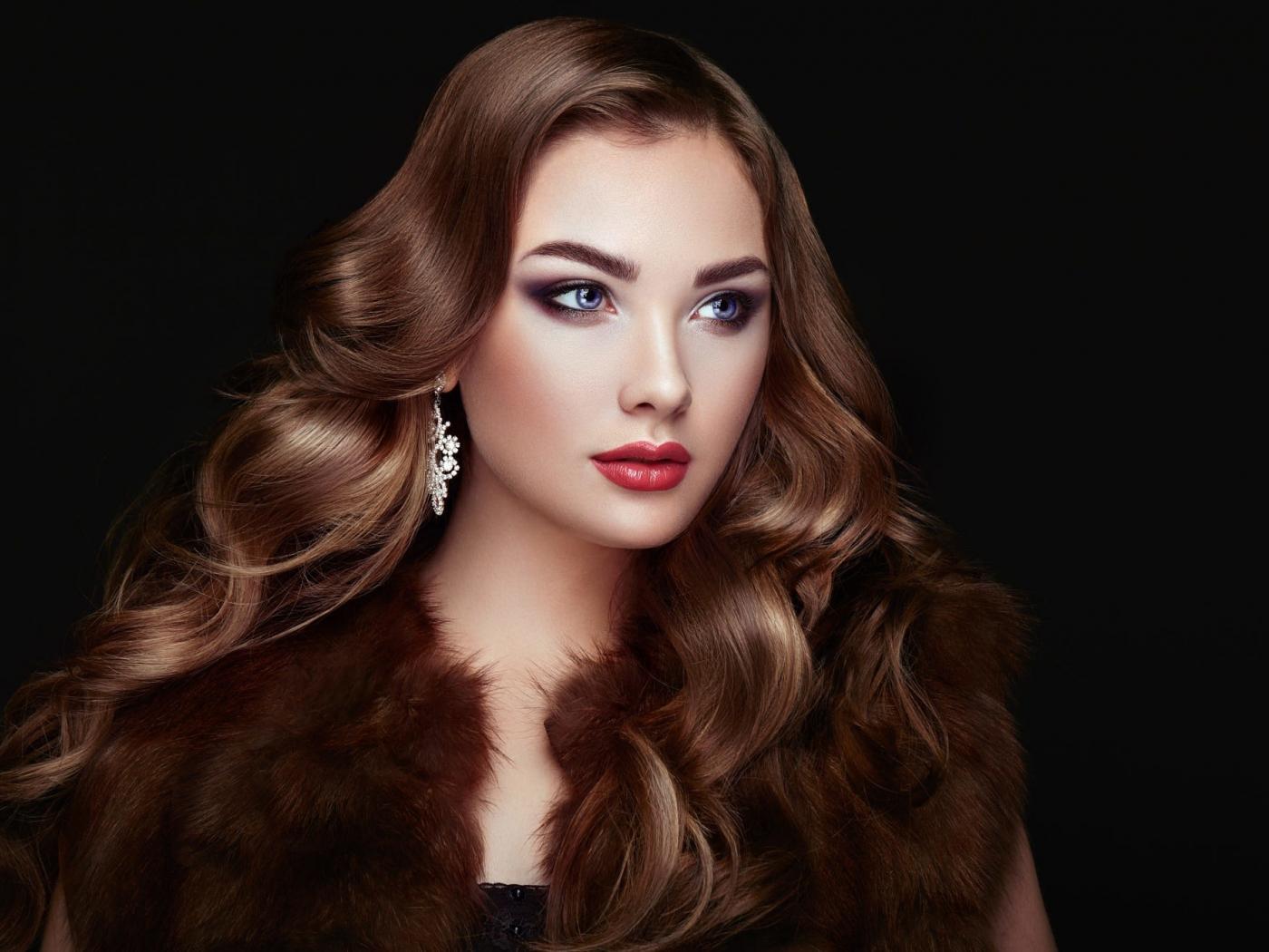 Download 1400x1050 Wallpaper Juicy Lips Curly Hair Makeup Girl Model Standard 4 3 Fullscreen 1400x1050 Hd Image Background 2187