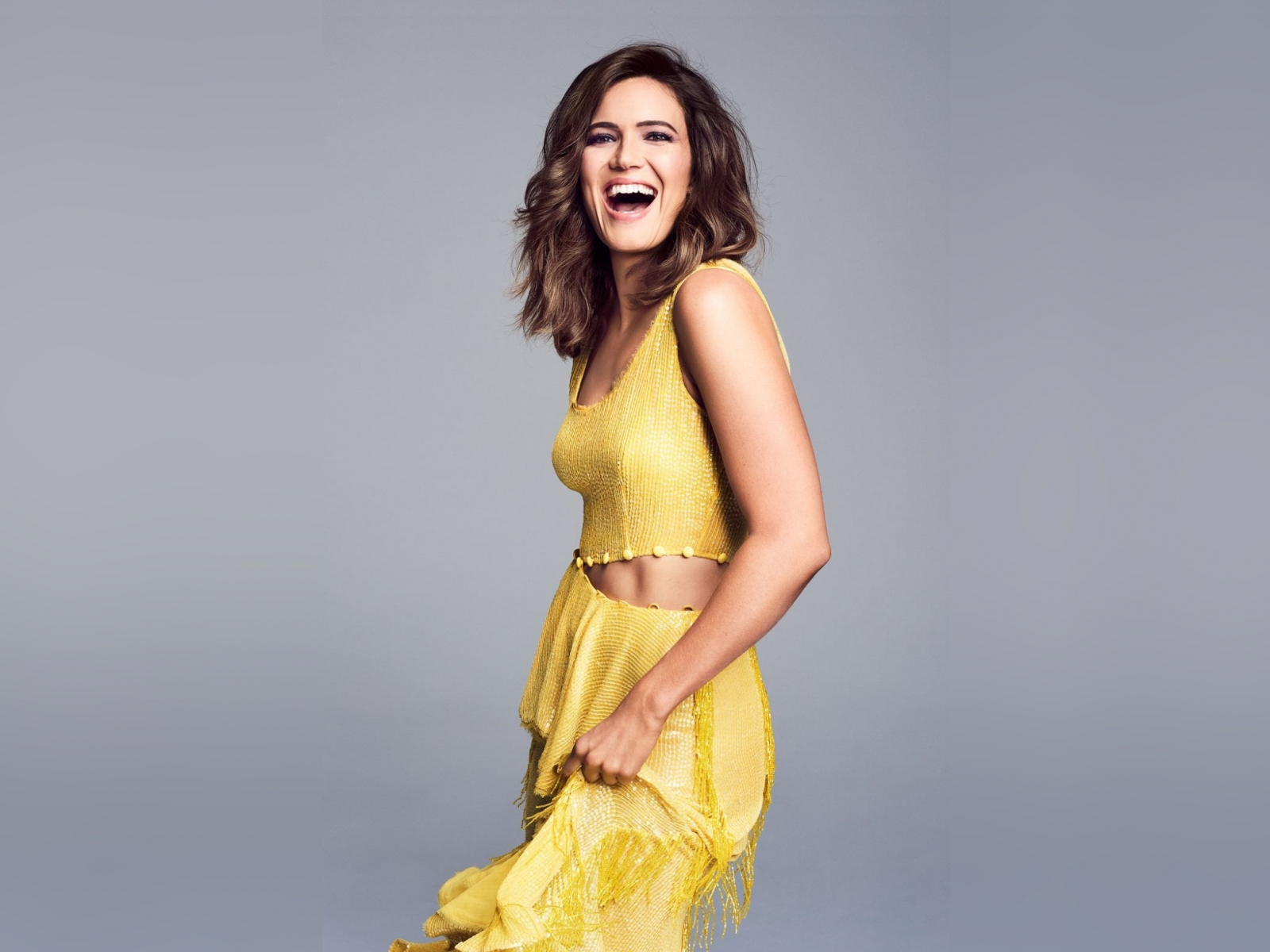 download 1600x1200 wallpaper mandy moore, yellow dress, smile, 2018