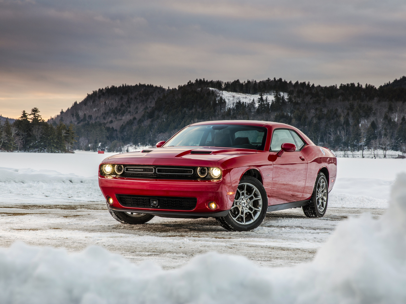 Dodge challenger, red muscle car, 1600x1200 wallpaper