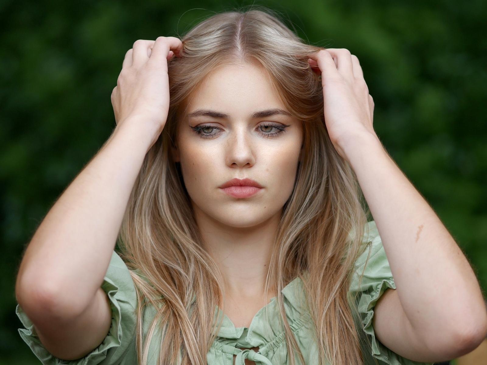 Pretty woman, blonde, model, beautiful, 1600x1200 wallpaper