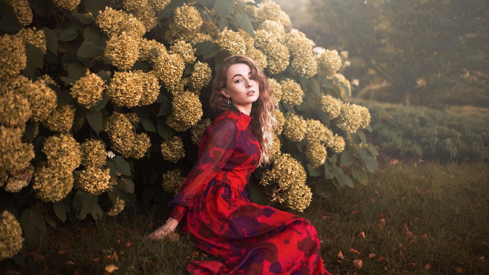 Download 1600x900 wallpaper garden, flowers, photoshoot, girl model ...