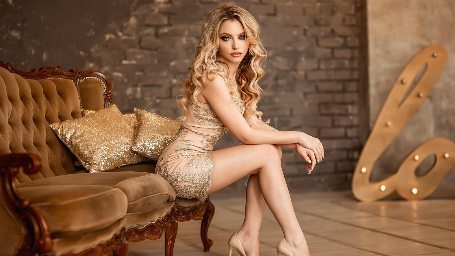 Download 1920x1080 Wallpaper Ekaterina Zorina Sit Sofa Hot