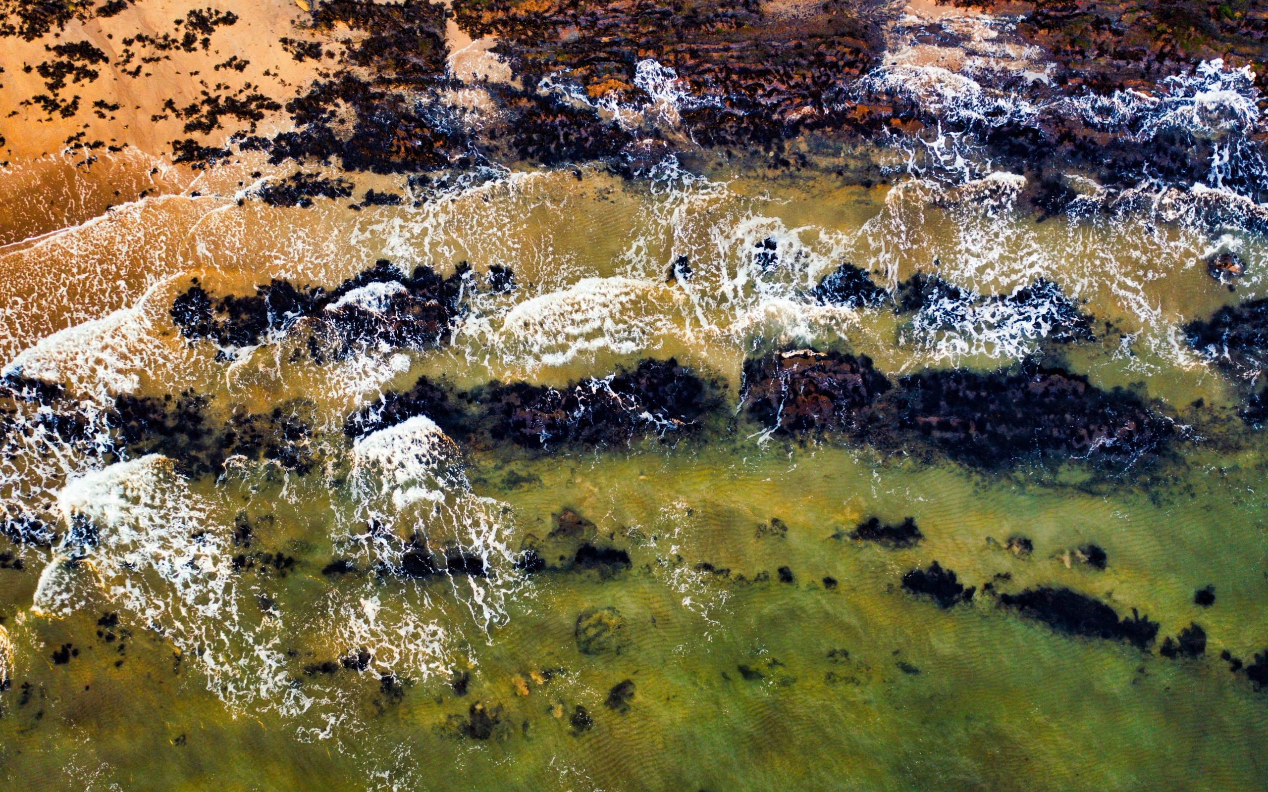 Green, body of water, waves, coast, 2560x1600 wallpaper