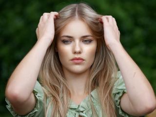 Pretty woman, blonde, model, beautiful, 320x240 wallpaper