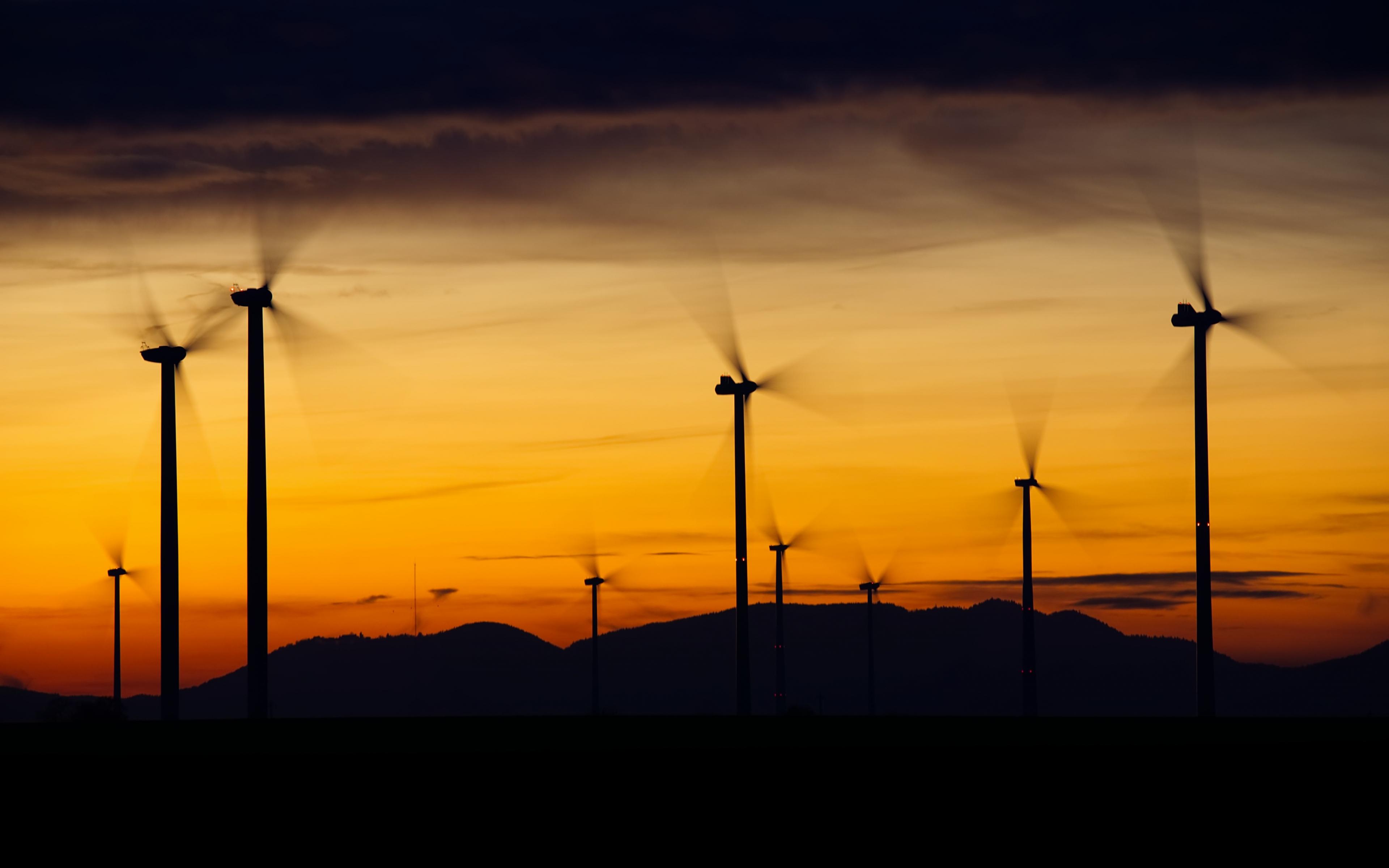 Windrader windmill sunset 5k