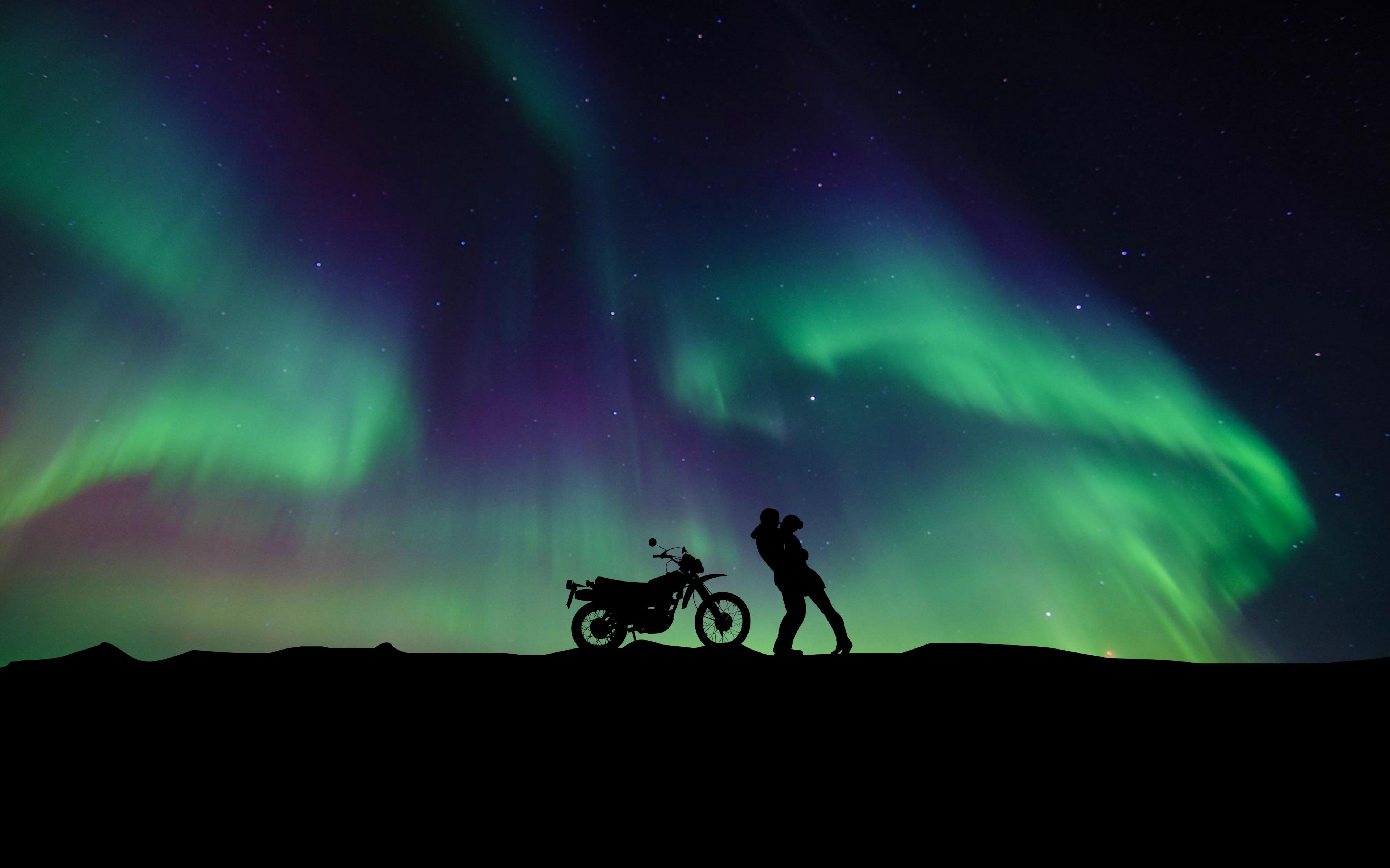 Download 3840x2400 Wallpaper Couple Aurora Borealis Motorcycle Hug 4k Ultra Hd 16 10 Widescreen 3840x2400 Hd Image Background 8075