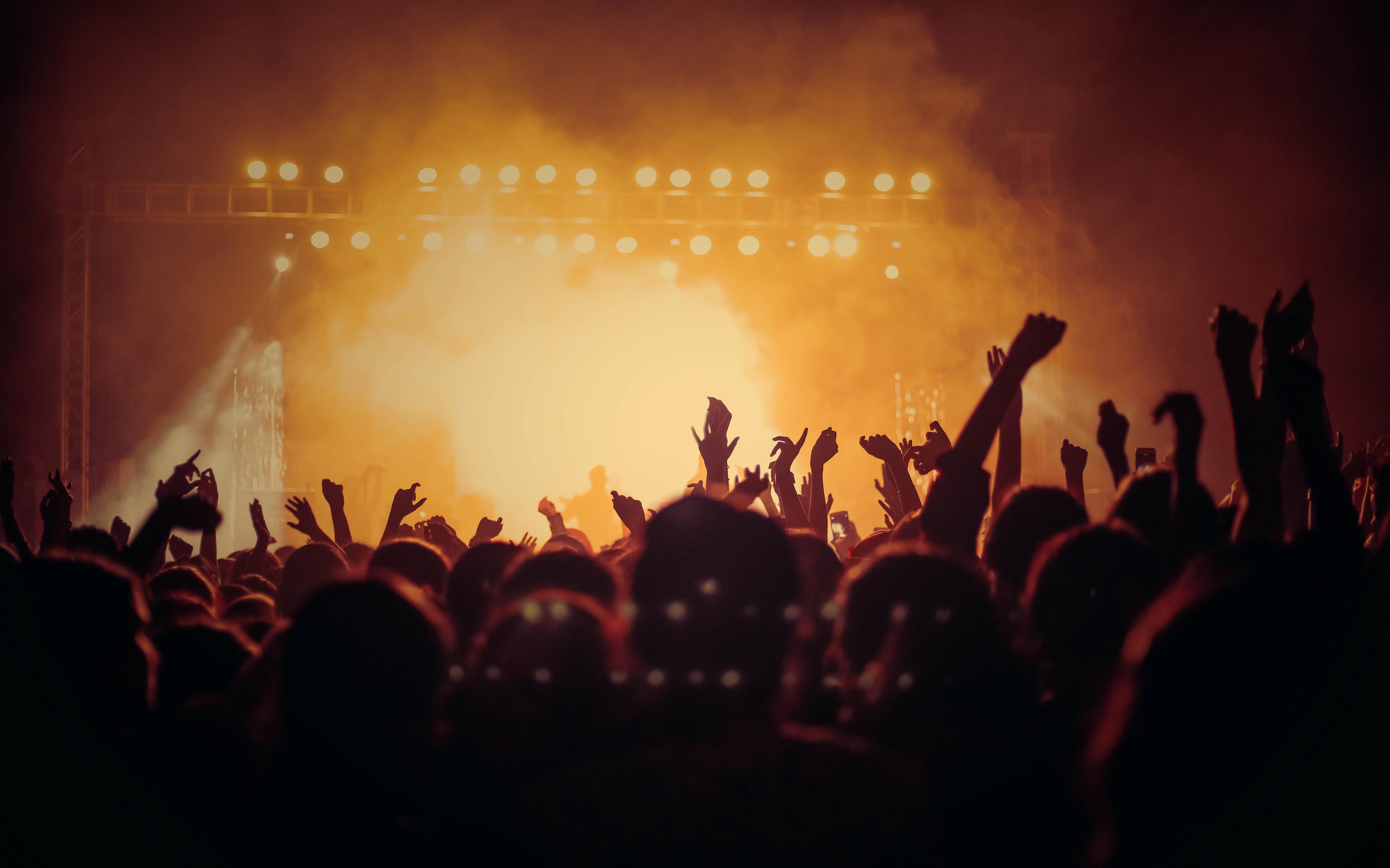 Concert, hands up, joy, dark, party, 3840x2400 wallpaper