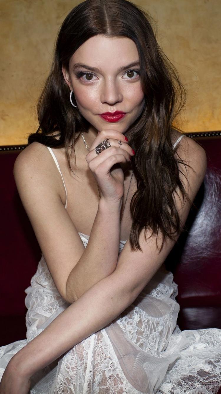 Download 750x1334 Wallpaper Red Lips Beautiful Anya Taylor