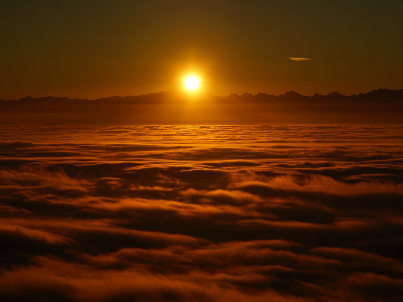 Download 800x600 Wallpaper Sunrise Above The Clouds