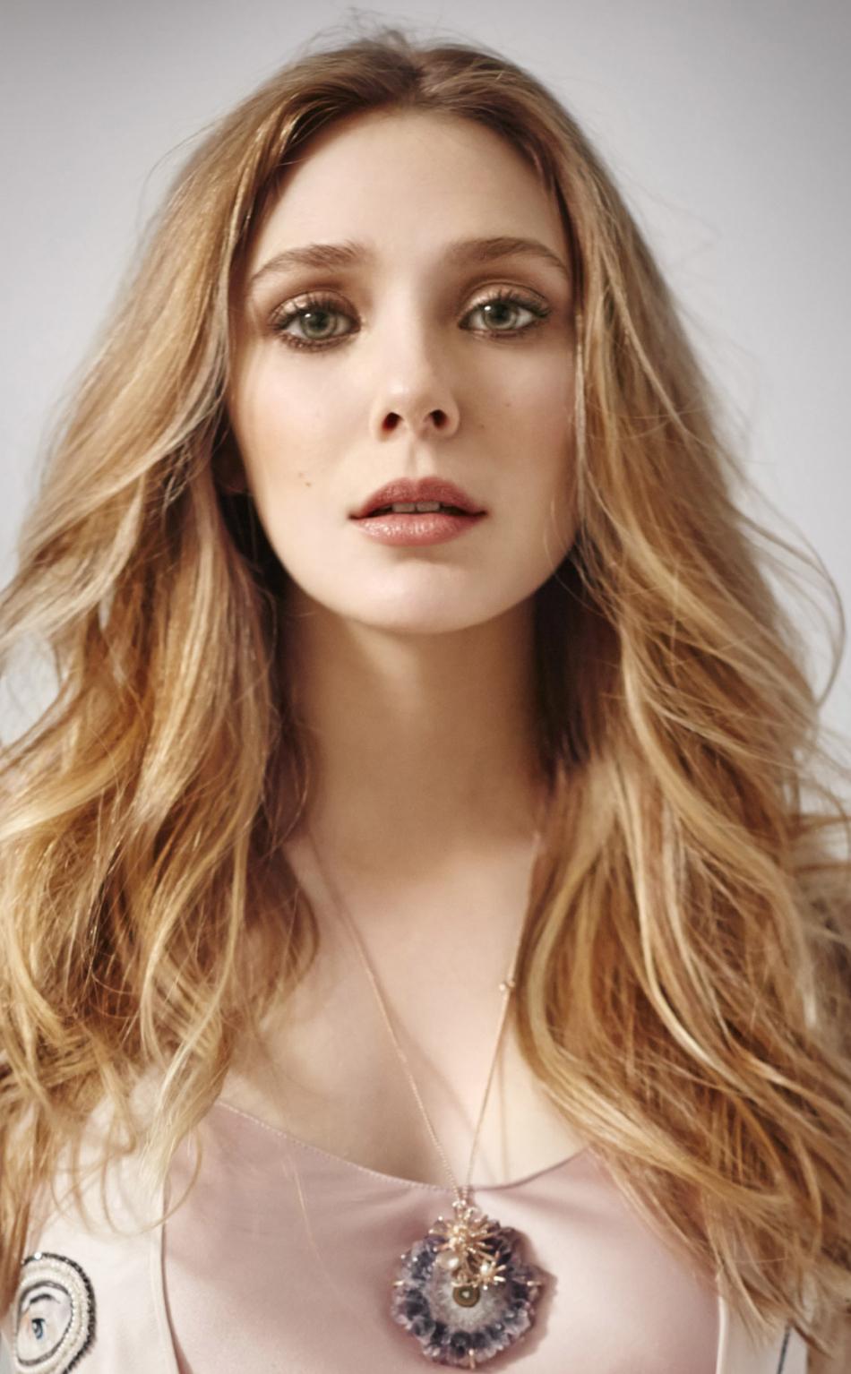 Curious Blonde Gorgeous Elizabeth Olsen 950x1534 Wallpaper