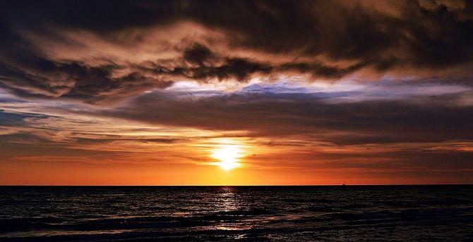 Desktop wallpaper dark, sunset, beach, sea surfae, nature ...