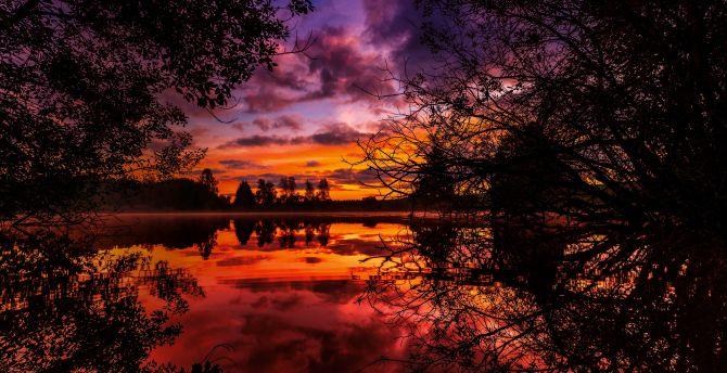 Sunrise lake reflections 5k
