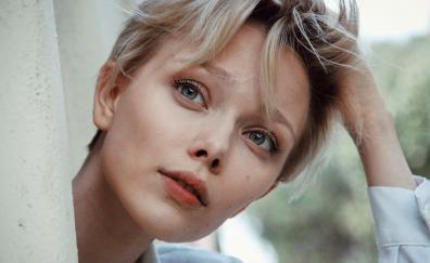 Ivanna sakhno short hair face