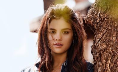 Singer, pretty, actress, Selena Gomez