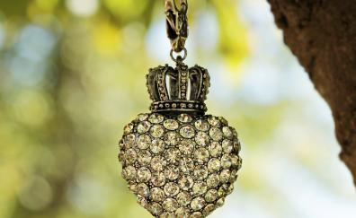 Keychain heart crown bokeh