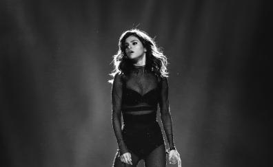 Selena gomez on stage 4k