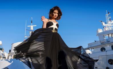 Gorgeous in black, Olga Kurylenko