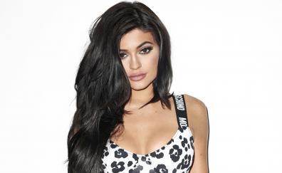 Kylie jenner brunette looking straight 2018