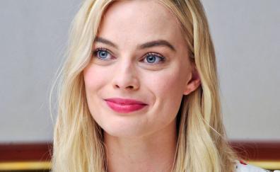 Margot robbie smiling face 4k